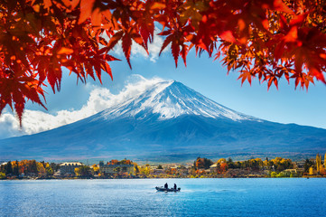 Photo sur Plexiglas Japon Autumn Season and Mountain Fuji at Kawaguchiko lake, Japan.