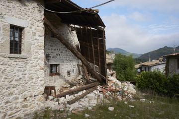 Visso, casa distrutta dal terremoto