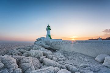 Winter auf der Insel Rügen, Leuchtturm Hafen Sassnitz