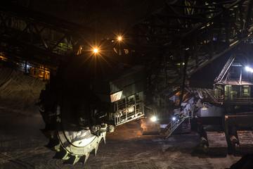Schaufelradbagger im Braunkohle Bergbau, Nachtaufnahme, Langzeitbelichtung