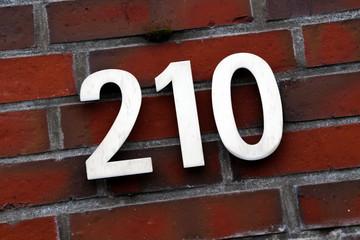 Hausnummer 210