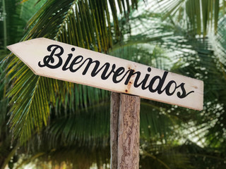 Welcom Sign in Spanish