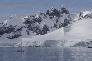 Segelboot in der Wilhelmina Bay