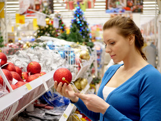 Woman shopping for Christmas decorations.