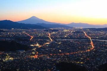 静岡市の夜景と富士山