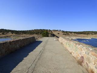 El puente de Ajuda sobre el río Guadiana, entre los municipios de Olivenza  (España) y Elvas (Portugal)