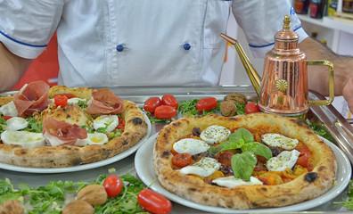 Pizza napoletana, fotografia di food