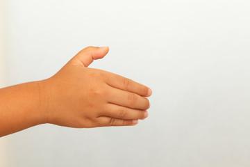 握手を求める子供の手