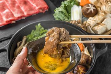 霜降り高級和牛肉ですきやき Tasty sukiyaki Japanese cuisine