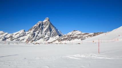 pista da sci in Valtournanche. Sullo sfondo il monte Cervino