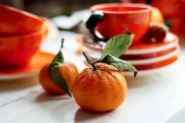 The color of the sun.Warmth. Bright orange dishes in the style of a Mandarin or orange. Ceramics