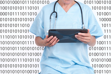 Arzt mit Computer Tablet