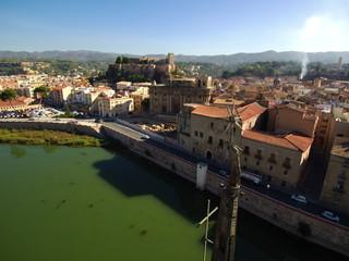 Vista aerea de Tortosa. Ciudad capital del Bajo Ebro, situada en la provincia de Tarragona, Cataluña (España) Fotografia con drone