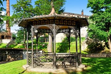 Pavillon im Schlosspark Cesis, Lettland