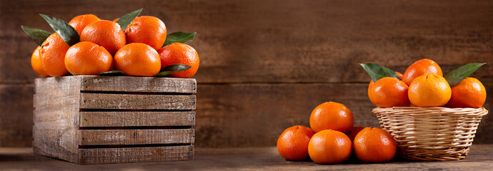 fresh mandarin oranges fruit with leaves in a wooden box