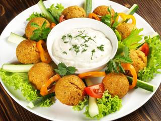 Falafel mit Joghurt-Dip