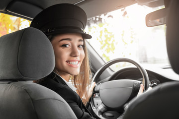 Beautiful female taxi driver in car Fototapete