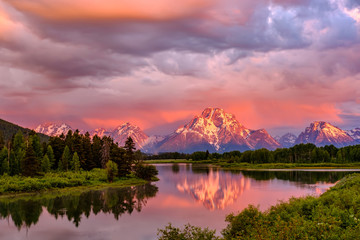 Wall Murals Mountains Mountains in Grand Teton National Park at sunrise. Oxbow Bend on the Snake River.