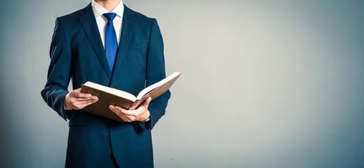 本とビジネスマン