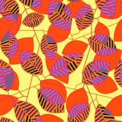 Яркий бесшовный узор со стилизованными листьями с разноцветными полосками и оранжевыми стеблями, расположенными поверх жёлтого фона с ярко-оранжевым силуэтным изображением веток с листьями.