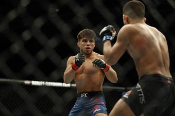 MMA: UFC 218-Cejudo vs Pettis