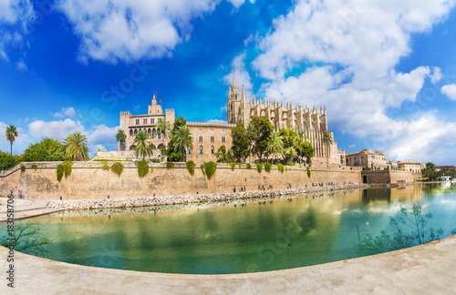 Wall mural The gothic Cathedral and medieval La Seu in Palma de Mallorca islands, Spain