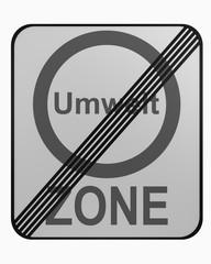 Deutsches Verkehrszeichen: Umweltzone beendet auf weiß isoliert