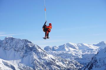 Luftrettung, Bergrettung mit Bergwacht nach Skiunfall,