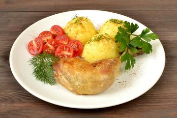 udko drobiowe z ziemniakami i pomidorem