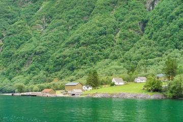 Ortschaft am Fjord in Norwegen
