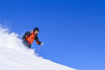 sportlich Skifahren im Telemark-Stil