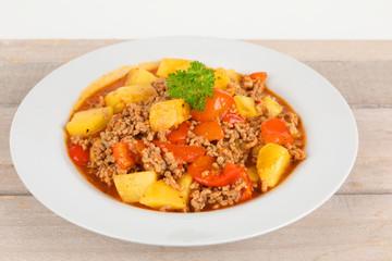 Eintopf mit Hackfleisch und Gemüse