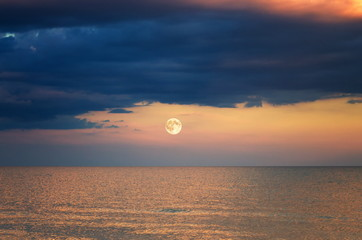 Fotomurais - storm cloud over the sea. sunset. moon rise.