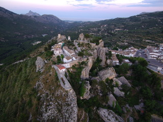 Drone en Castell de Guadalest. Pueblo bonito de Alicante ( Comunidad Valenciana, España) Fotografia aerea