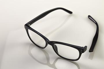 gebrochener Brillenbügel