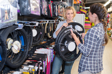 women customer and seller reviewing steering wheel cover