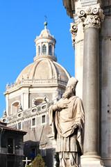 Catane (Sicile - Italie) / Duomo et statue