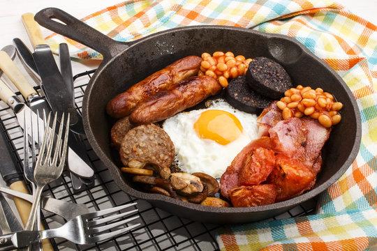 full irish breakfast in a cast iron pan