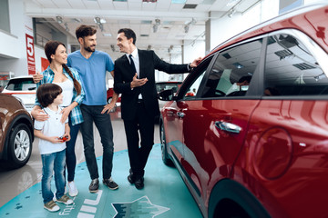 A young family came to the car showroom to choose a new car.