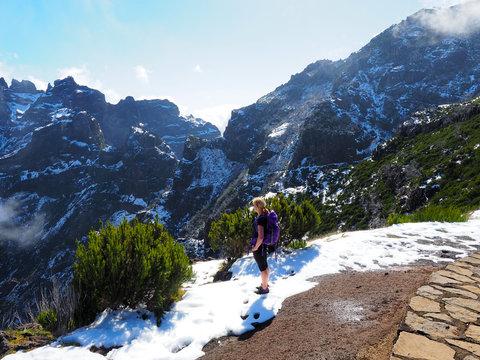 Herrliche Blicke auf dem Wanderweg zum Pico Ruivo auf Madeira
