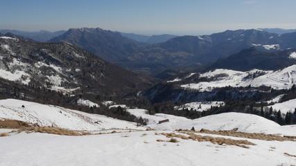 Panorama invernale delle Alpi di Lecco con il Resegone