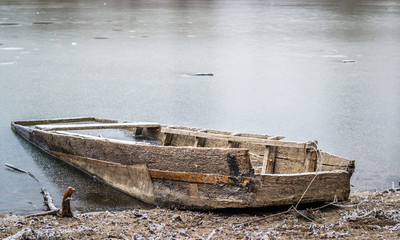 Forgotten boat on the lake shore