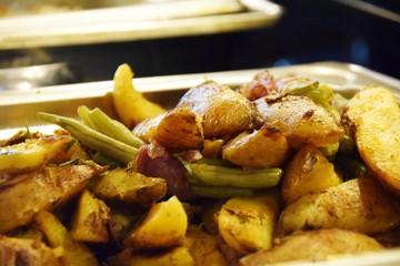 Buffet - Bratkartoffeln mit Bohnen
