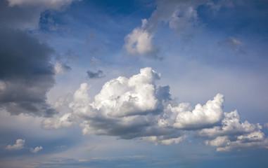 Papier Peint - voluminous summer clouds . Beautiful sky.