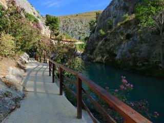 Pou Clar en Ontinyent  / Onteniente (Valencia) Paraje natural con Piscinas naturales, lagos y pozas cerca de Alicante (España)