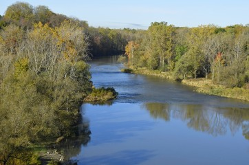 Tuinposter Rivier tree lined river landscape in Autumn, Thames river near London Ontario Canada