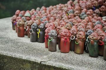 小さな仏像の集まり