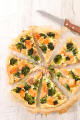 quiche with broccoli and salmon