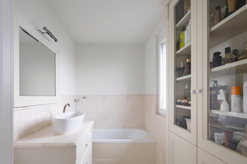 Marble bathroom well finishes