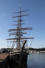 trois mats barque port d' Helsinki